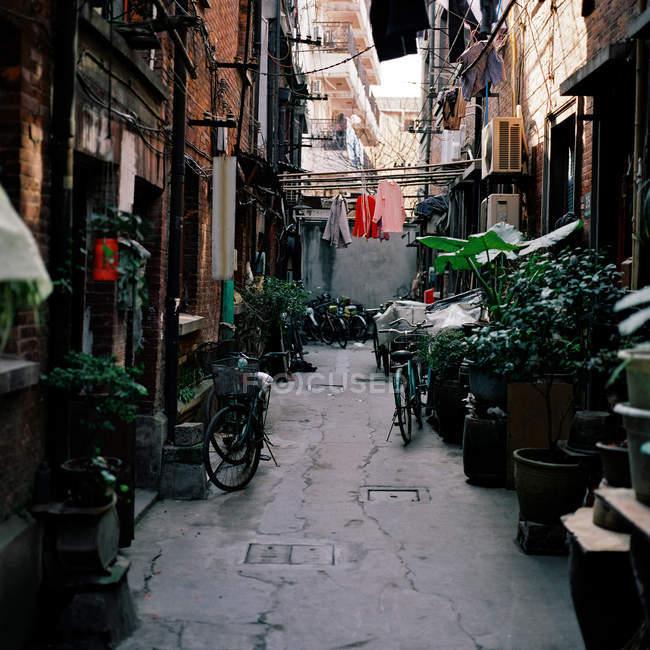 Вузька вулиця в Шанхаї, Китай — стокове фото