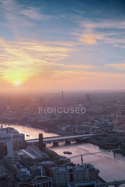Stadtbild während des Sonnenuntergangs, London, Uk — Stockfoto