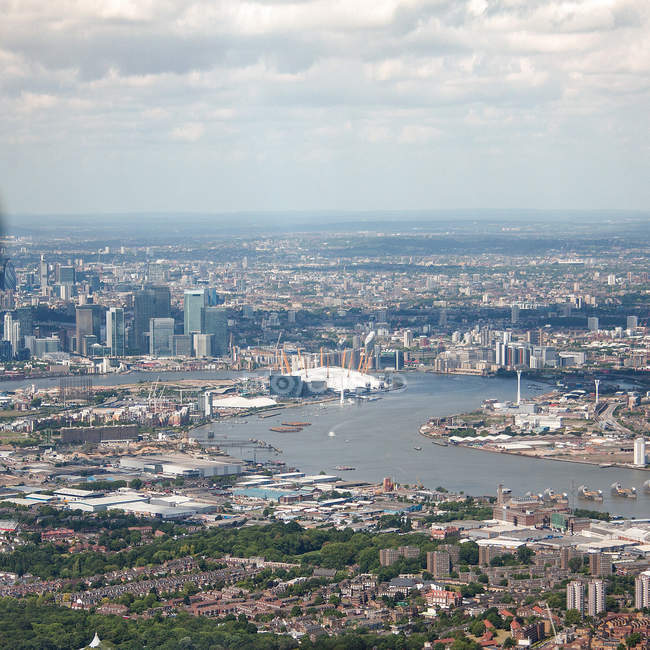 Aerial view of cityscape with bend of River Thames, London, UK — Stock Photo