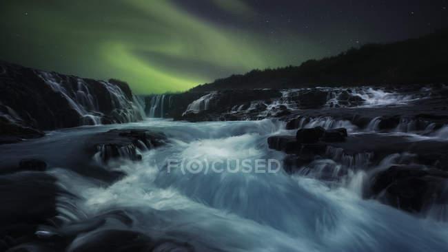 Річка тече довго і молочно. — стокове фото