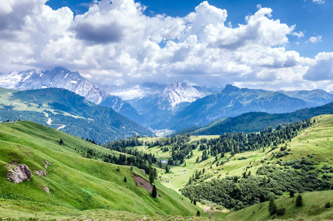 Beautiful mountains landscape with green hills — Stock Photo