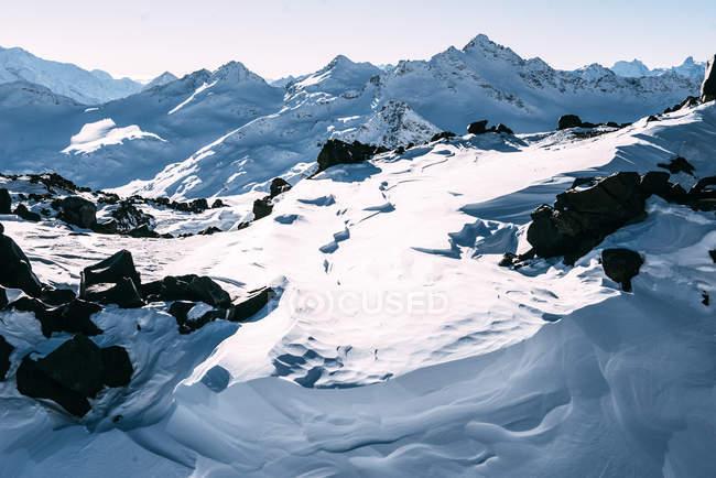 Горный пейзаж зимой, Приэльбрусье, Кабардино-Балкарская Республика, Россия — стоковое фото