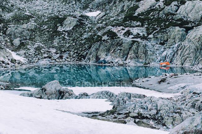 Vue panoramique sur les tentes du lac blanc, Chamonix-mont-blanc, France — Photo de stock