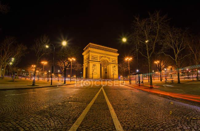 Scenic view of Arc de Triomphe at night, Paris, France — Foto stock