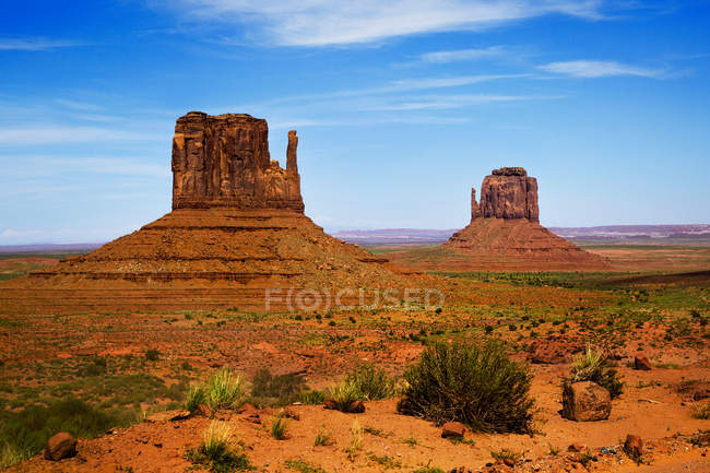 Vista panoramica su East and West Mitten Buttes, Monument Valley, Arizona, America, Stati Uniti d'America — Foto stock