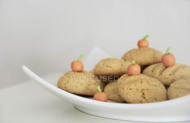 Closeup view of tasty Orange Cookies on a plate — Stock Photo