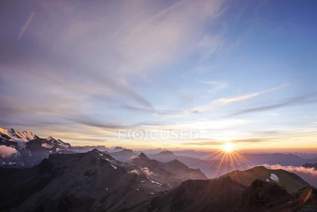 Scenic view of sunset over the Swiss Alps, Schilthorn, Bern, Switzerland — Stock Photo