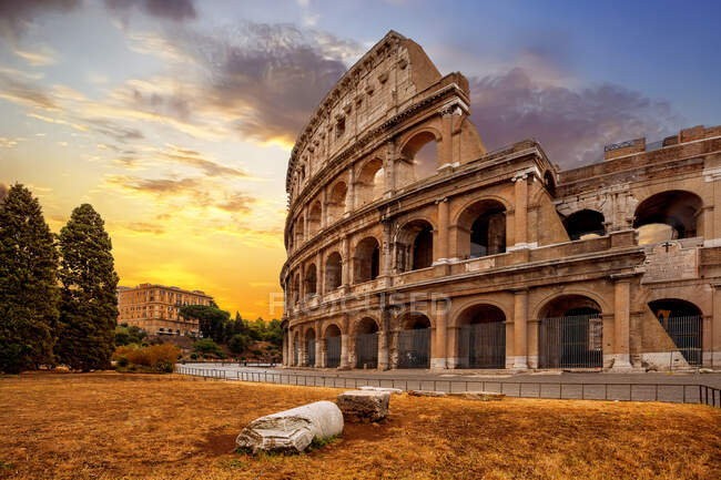 Beautiful view of the colosseum in rome, italy — Stock Photo
