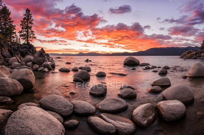 Lake Tahoe landscape at sunset, Nevada, America, USA — Stock Photo