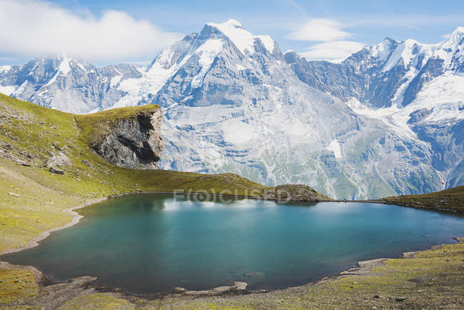 Scenic view of Alpine lake and mountains, Schilthorn, Bern, Switzerland — Stock Photo