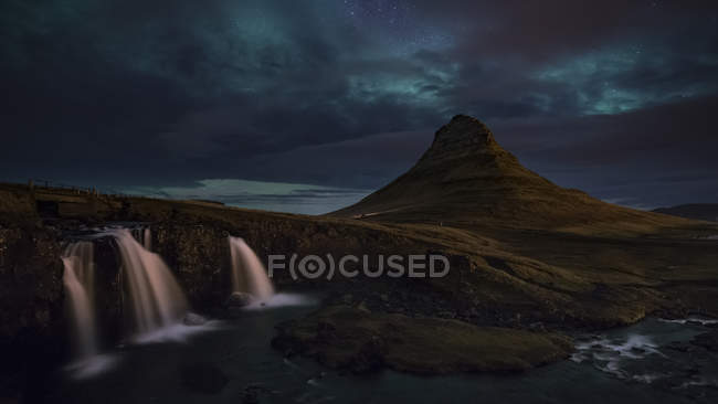Scenic view of majestic Northern Lights over Kirkjufellsfoss and Kirkjufell mountain, Iceland — Stock Photo