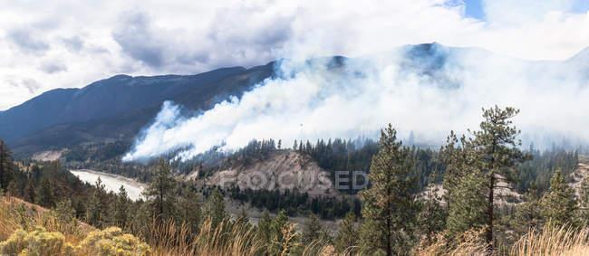 Vue panoramique sur les incendies de forêt, Lytton, Colombie-Britannique, Canada — Photo de stock