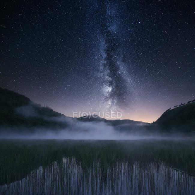 Ländliche Gegend und Nacht Himmel, Wicklow, Irland — Stockfoto