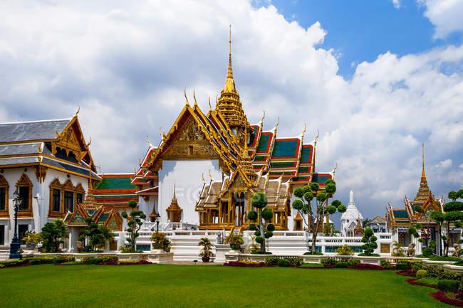 Vista panorâmica do Grupo Phra Maha Prasat no Grand Palace, Bangkok, Thailan — Fotografia de Stock
