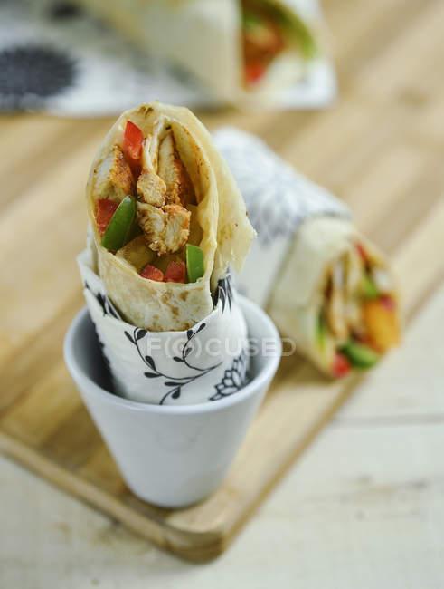 Closeup view of tasty chicken Kebab in cup — Fotografia de Stock