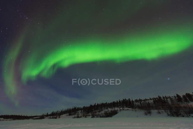 Vista panorámica de las majestuosas auroras boreales, Yellowknife, Territorios del Noroeste, Canadá - foto de stock