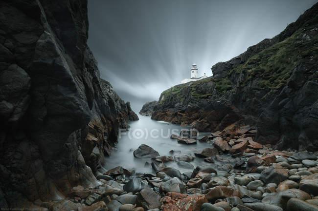 Ночной маяк Фанад, компания Донегал, Ирландия — стоковое фото