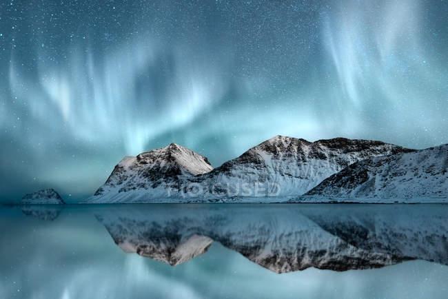 Scenic view of majestic Northern Lights, Haukland, Nordland, Norway — стокове фото