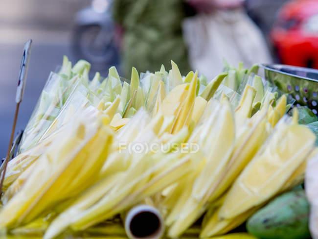 Verdure fresche nel mercato di strada, primo piano — Foto stock