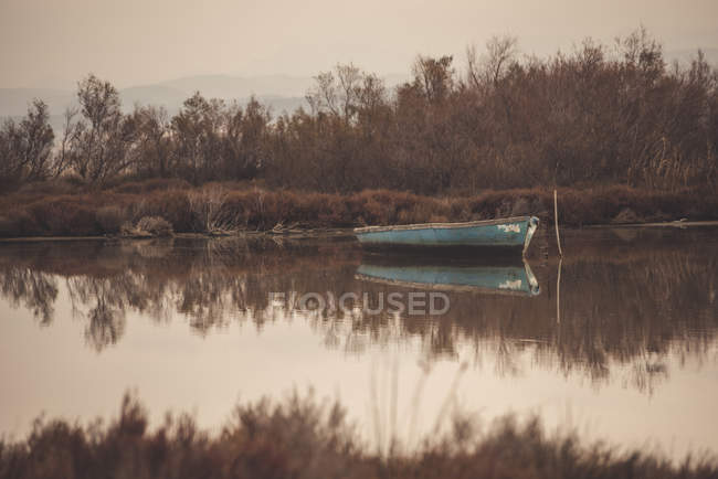 Scenic view of Boat on a lake, Marseille, Provence-Alpes-Cote d 'Azur, France — стоковое фото