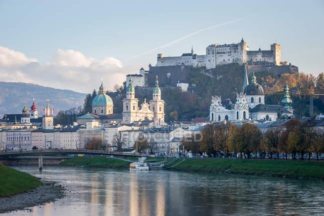 Vue panoramique sur le paysage urbain Salzbourg, Autriche — Photo de stock