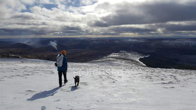 Man walking with his dog, Glen Clova, South Lanarkshire, Scotland, UK — Stock Photo