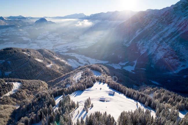 Winterlandschaft in den österreichischen Alpen in der Nähe von Salzburg, Bayern, Österreich — Stockfoto
