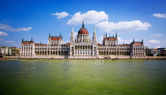 Scenic view of The Hungarian Parliament Building Along River Danube, Budapest, Hungar — Stock Photo