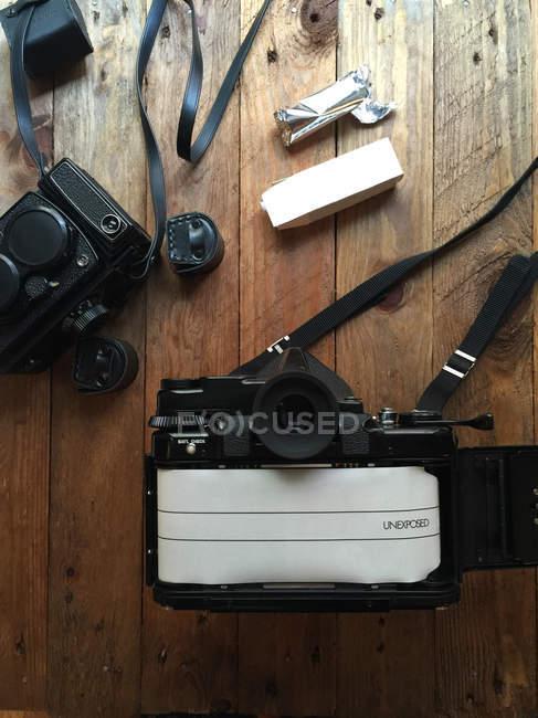 Съемка винтажных пленочных камер — стоковое фото