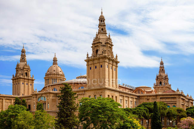 View of the Towers and Great Central Dome of Palau Nacional, Barcelona, Spai — Stock Photo