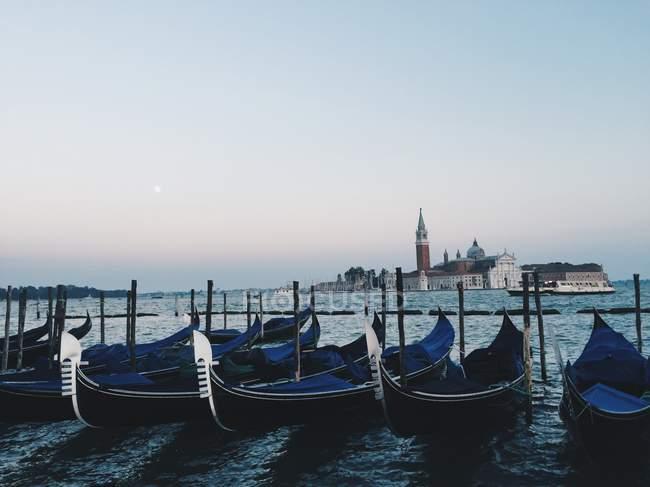 Vue panoramique des gondoles à Venise, Italie — Photo de stock
