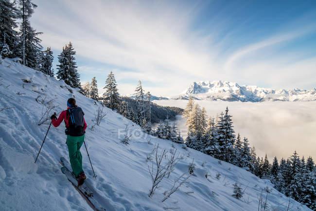 Жінка на лижах, Зальцбург, Австрія — стокове фото
