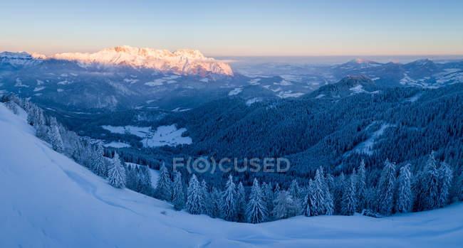 Winter-Landschaft in den österreichischen Alpen in der Nähe von Salzburg, Bayern, Deutschland — Stockfoto