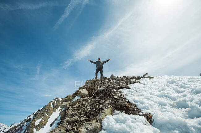 Man standing on mountain summit with arms outstretched, Chamonix, France — Stock Photo