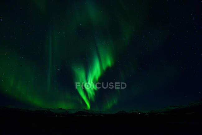 Живописный вид на Северное сияние, Ёкюльсаурлоун, Исландия — стоковое фото