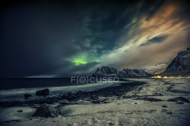 Scenic view of majestic Northern lights, Utakleiv, Nordland, Norway — Stockfoto