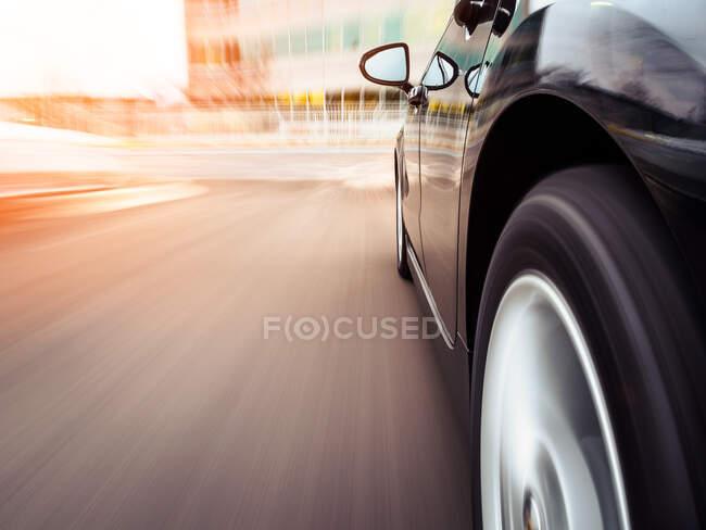 Car speeding towards an office, Illinois, America, USA — Stock Photo