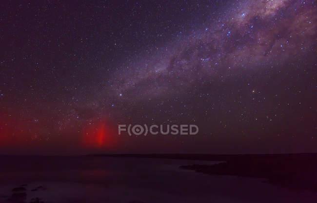 Мальовничий вид на Чумацький шлях у нічному небі — стокове фото