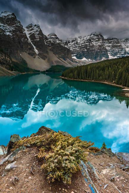 Мальовничий вид на озеро морени, Banff, Альберта, Канада — стокове фото