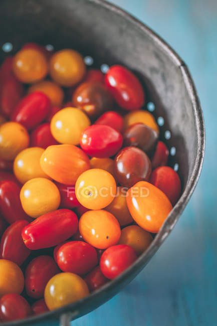 Closeup view of cherry tomatoes in a colander — Stock Photo