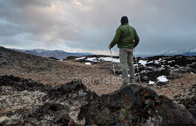 Hiker standing on Volcanic Hills, Sierra Nevada Mountains, Inyo National Forest, California, America, USA — стокове фото