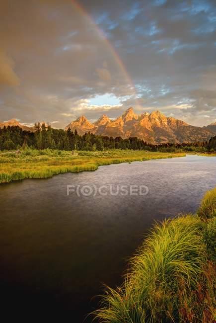 Vista panorâmica de Rainbow Over the Grand Tetons, Grand Teton National Park, Wyoming, América, EUA — Fotografia de Stock