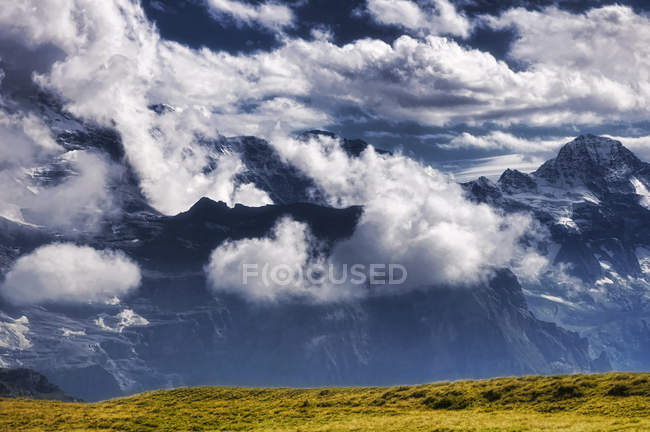 Scenic view of cloud covered mountains, Grindelwald, Bern, Switzerland — Stock Photo