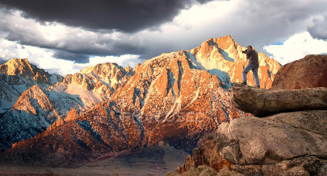 Живописный вид на горы Маунт-Уитни и Сьерра-Невада, Калифорния, Америка, Уса — стоковое фото