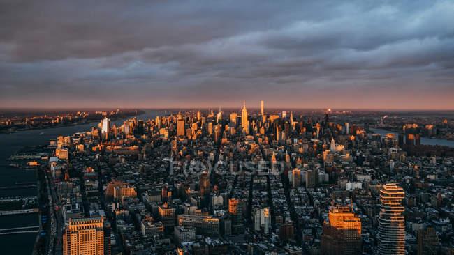 Skyline della città al tramonto, Manhattan, New York, America, Stati Uniti — Foto stock