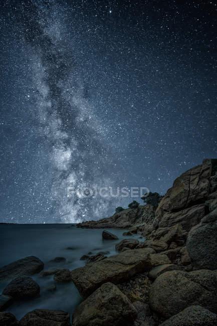 Scenic view of Coastal landscape at night — Stock Photo