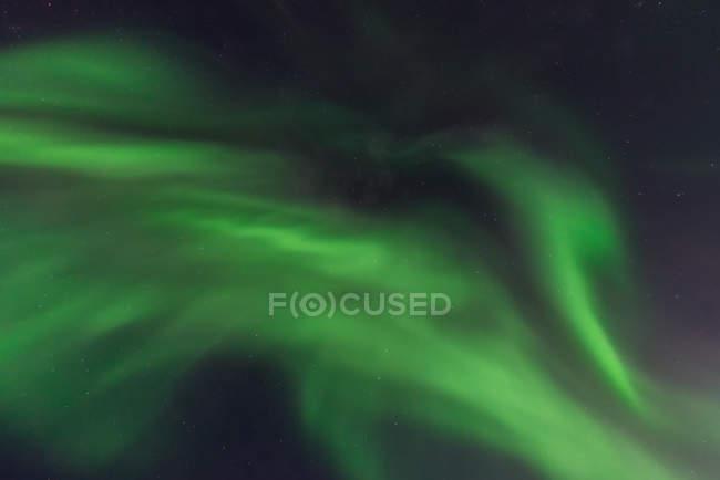 Close-up de luzes do norte no céu noturno, Yellowknife, Territórios do Noroeste, Canadá — Fotografia de Stock
