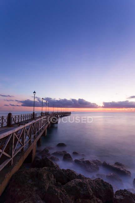 Vue panoramique sur la jetée au coucher du soleil, Barbade — Photo de stock