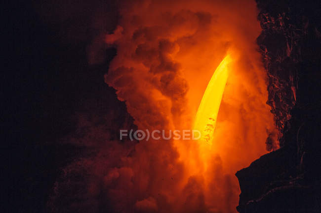Close-up of Lava flowing from a lava tube into Pacific ocean, Hawaii, America, USA — Stock Photo