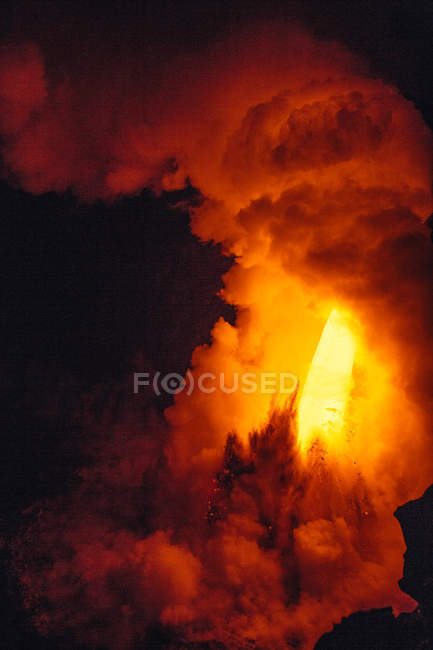 Close-up Lava flowing from a lava tube into Pacific ocean, Hawaii, America, USA — Stock Photo